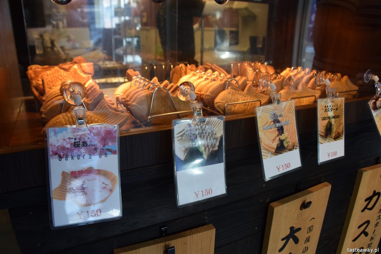 co jeść w Japonii, czego warto spróbować w Japonii, street food w Japonii, kuchnia uliczna, park Ueno, gofry rybki