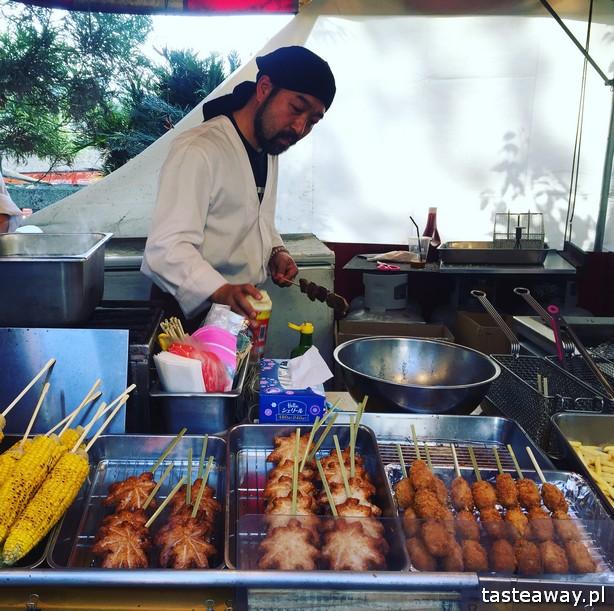 co jeść w Japonii, czego spróbować w Japonii, kuchnia japońska, okonomijayki, japoński streetfood, japoński omlet, yakitori