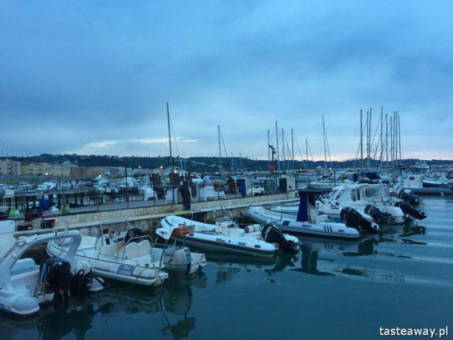 Vieste, Włochy, Półwysep Gargano, co zobaczyć na Półwyspie Gargano, atrakcje Vieste, port Vieste