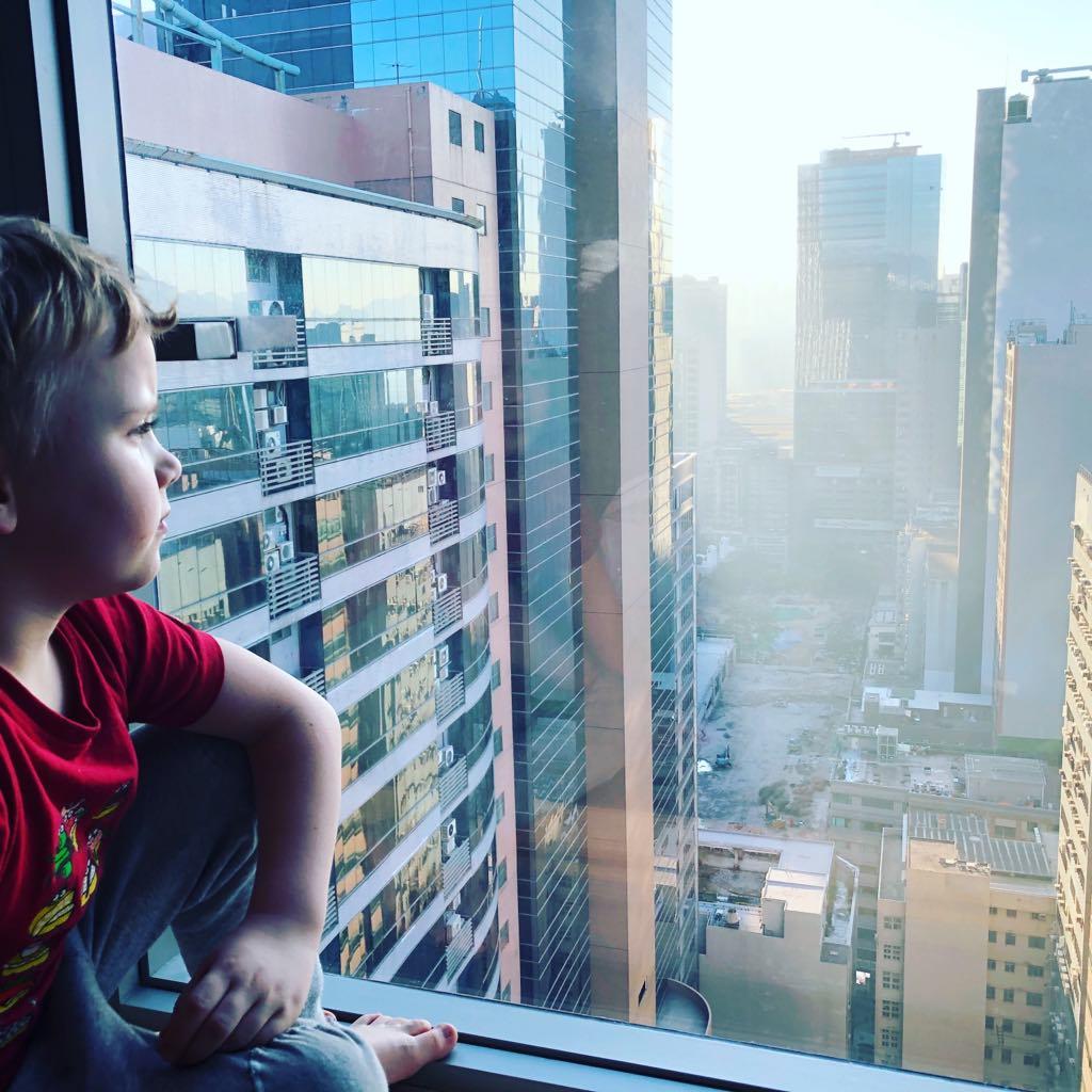 podróże z dziećmi, z dzieckiem w podróży, samolotem z dziećmi, Hongkong