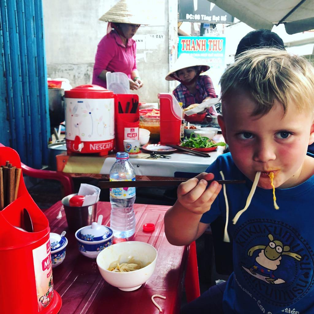 podróże z dziećmi, z dzieckiem w podróży, samolotem z dziećmi, Wietnam