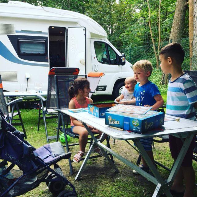 podróże z dzieckiem, dziecko w podróży, podróż kamperem