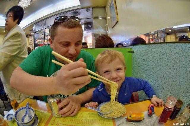 zabieram moje dzieci tam, gdzie chcę, podróżowanie z dziećmi, restauracje z dziećmi, dziecko w podróżt, dziecko w restauracji