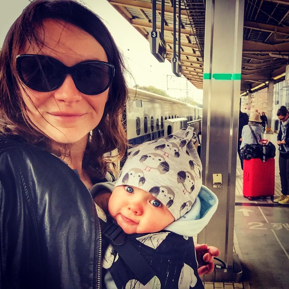 zabieram moje dzieci tam, gdzie chcę, podróżowanie z dziećmi, restauracje z dziećmi, dziecko w podróżt, dziecko w restauracji, dziecko w pociągu