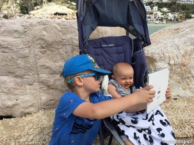 zabieram moje dzieci tam, gdzie chcę, podróżowanie z dziećmi, restauracje z dziećmi, dziecko w podróżt, dziecko w restauracji, selfie, tablet i dziecko, tablet w podróży, Huawei