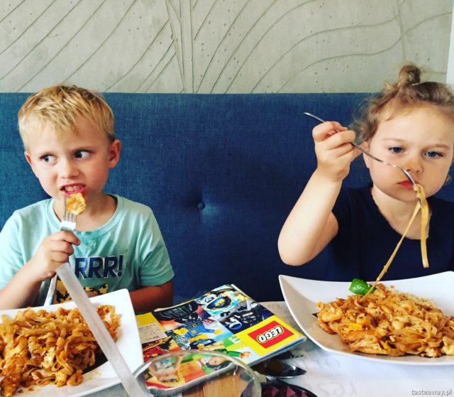 Naam Thai, Naam Thai Burakowska, gdzie na tajskie, tajskie z dziećmi, kuchnia tajska, najlepsze tajskie w Warszawie, pad thai
