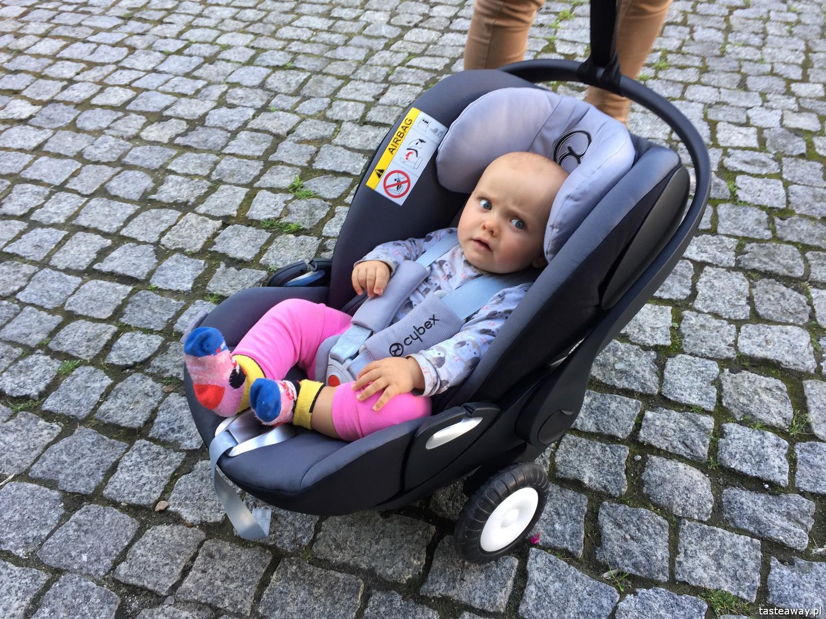 Rollersy, kółeczka do fotelika samochodowego, kółeczka do fotelika niemowlęcego, podróżowanie z niemowlakiem, niemowlę w podróży, aktywna mama