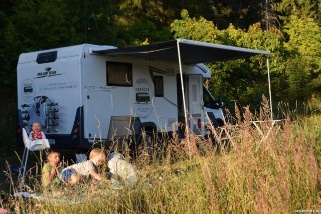 kamper, podróż kamperem, kamperem z dziećmi, podróżowanie z dziećmi, niemowlę w kamperze, Szwecja, Mavikens Camping