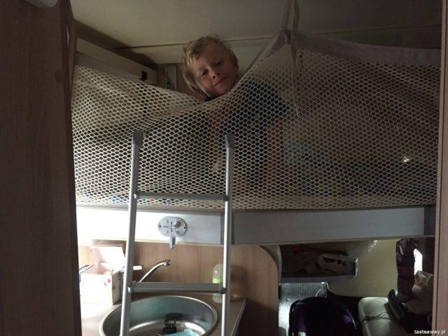 kamper, podróż kamperem, kamperem z dziećmi, podróżowanie z dziećmi, niemowlę w kamperze, Szwecja, CordiGO, wnętrze kampera