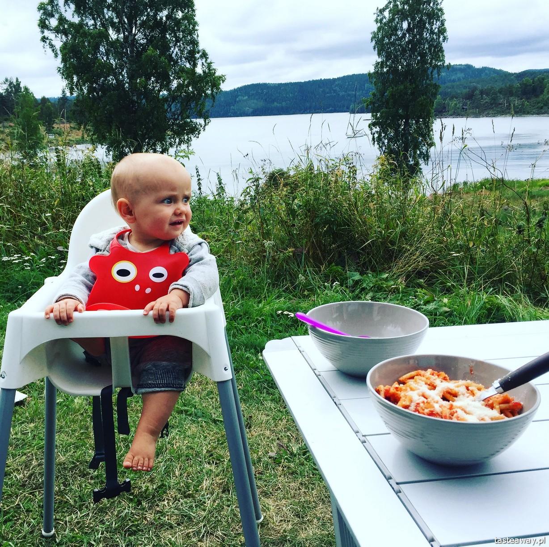 kamperem do Norwegii, kamper, Norwega, Sigutuna, co zobaczyć w Szwecji, kamperem po Szwecji, kempingi w Szwecji, Mavikens Camping, niemowlę w kamperze
