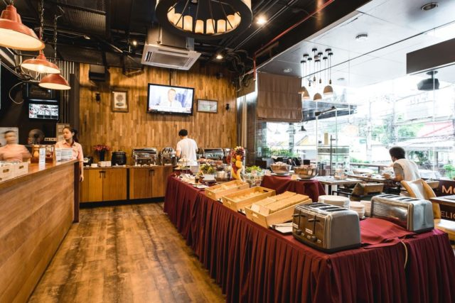Bangkok, gdzie się zatrzymać w Bangkoku, hotele Bangkok, nocleg w Bangkoku, Adelphi Suites, Monsoon
