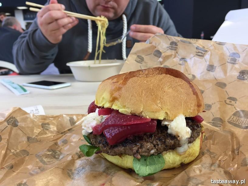 Hala Gwardii, co zjeść w Hali Gwardii, dlaczego warto do Halii Gwardii, targ, gdzie na targ, targ w Hali Gwardii, Warburger, burger z kozim serem