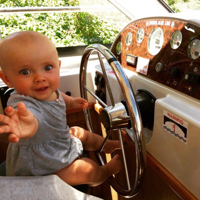 podróże z dzieckiem, podróże z niemowlakiem, niemowlak na barce