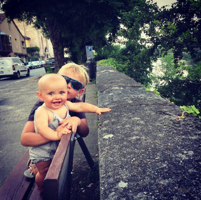 podróże z dzieckiem, podróże z niemowlakiem, niemowlak na barce, Francja,