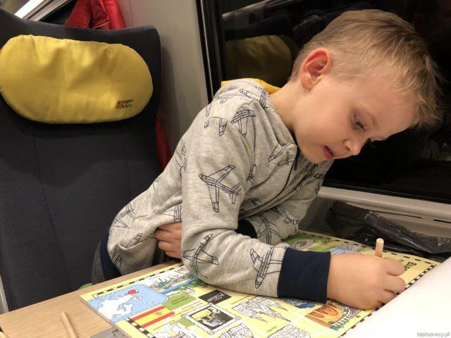 Podróżowanie z dziećmi, pociągiem z dziećmi, Rzeszów, Podkarpackie, kolorowanki, jak zająć dziecko w podróży