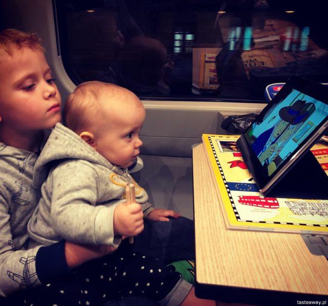 Podróżowanie z dziećmi, pociągiem z dziećmi, Rzeszów, Podkarpackie, tablet w podróży, Huawei