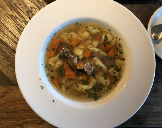 Rzeszów, co zjeść w Rzeszowie, restauracje Rzeszów, Wesele, Hotel Bristol, rosół z kaczki