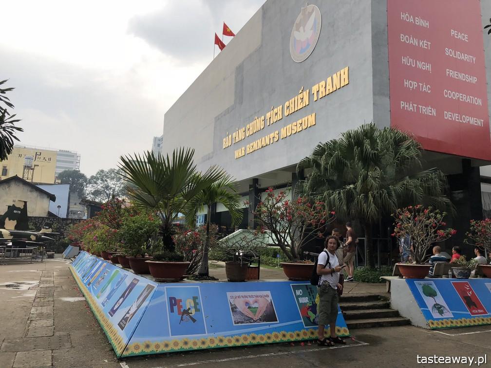 Wietnam, Ho Chi Minh, Ho Chi Minh co zobaczyć, atrakcje Ho Chi Minh, Ho Chi Minh w 2 dni, Sajgon, co zobaczyć w Sajgonie, podróże z dzieckiem, Muzeum Wojny w Sajgonie