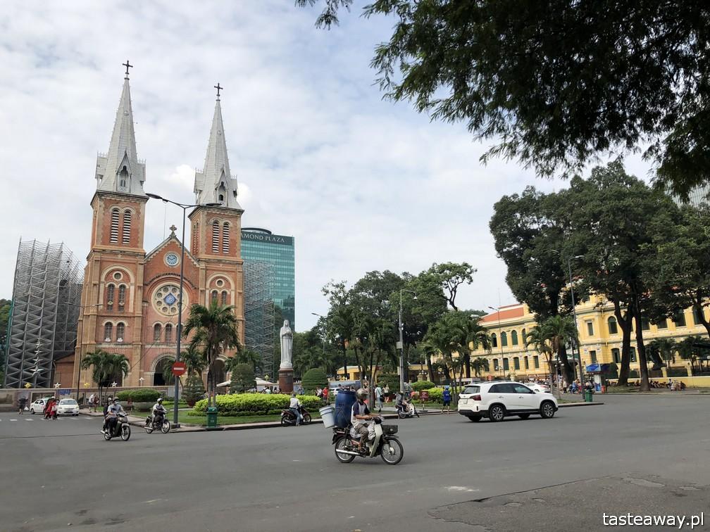 Wietnam, Ho Chi Minh, Ho Chi Minh co zobaczyć, atrakcje Ho Chi Minh, Ho Chi Minh w 2 dni, Sajgon, co zobaczyć w Sajgonie, podróże z dzieckiem, Notre Dame Cathedral