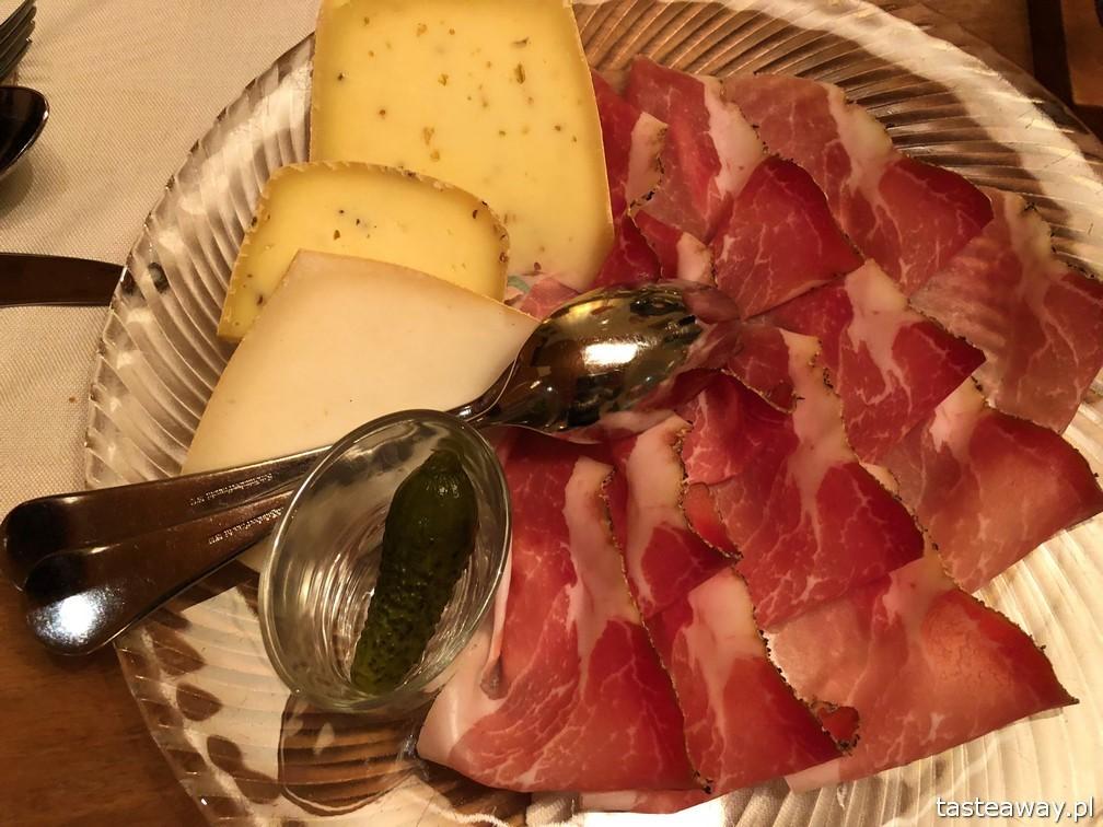 Binderstube, najlepsze restauracje Południowego Tyrolu, gdzie jeść w Południowym Tyrolu, makaron, puttanesca, speck