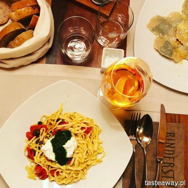 Binderstube, najlepsze restauracje Południowego Tyrolu, gdzie jeść w Południowym Tyrolu, makaron, puttanesca, makaron z kozim serem i pesto
