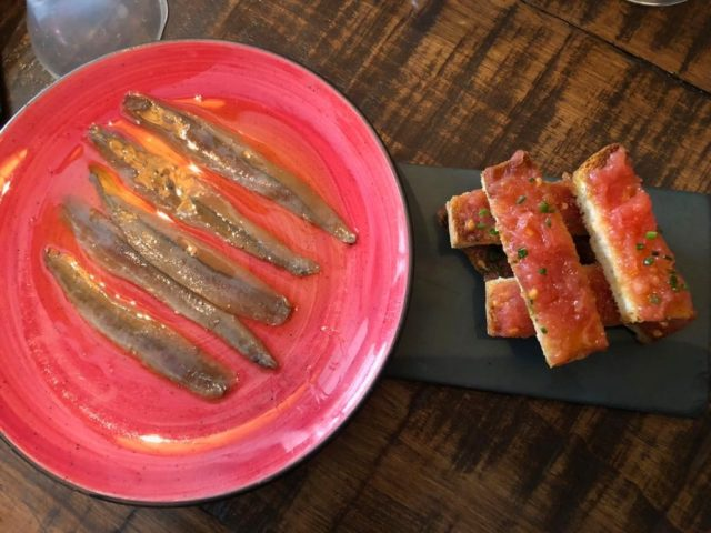 Andaluzja, Ronda, Hiszpania, co zobaczyć w Andaluzji, najpiękniejsze miejsca w Andaluzji, Carrera Espinel, co zobaczyć w Rondzie, gdzie jeść w Rondzie, tapas, Tragata, pan con tomate, anchois