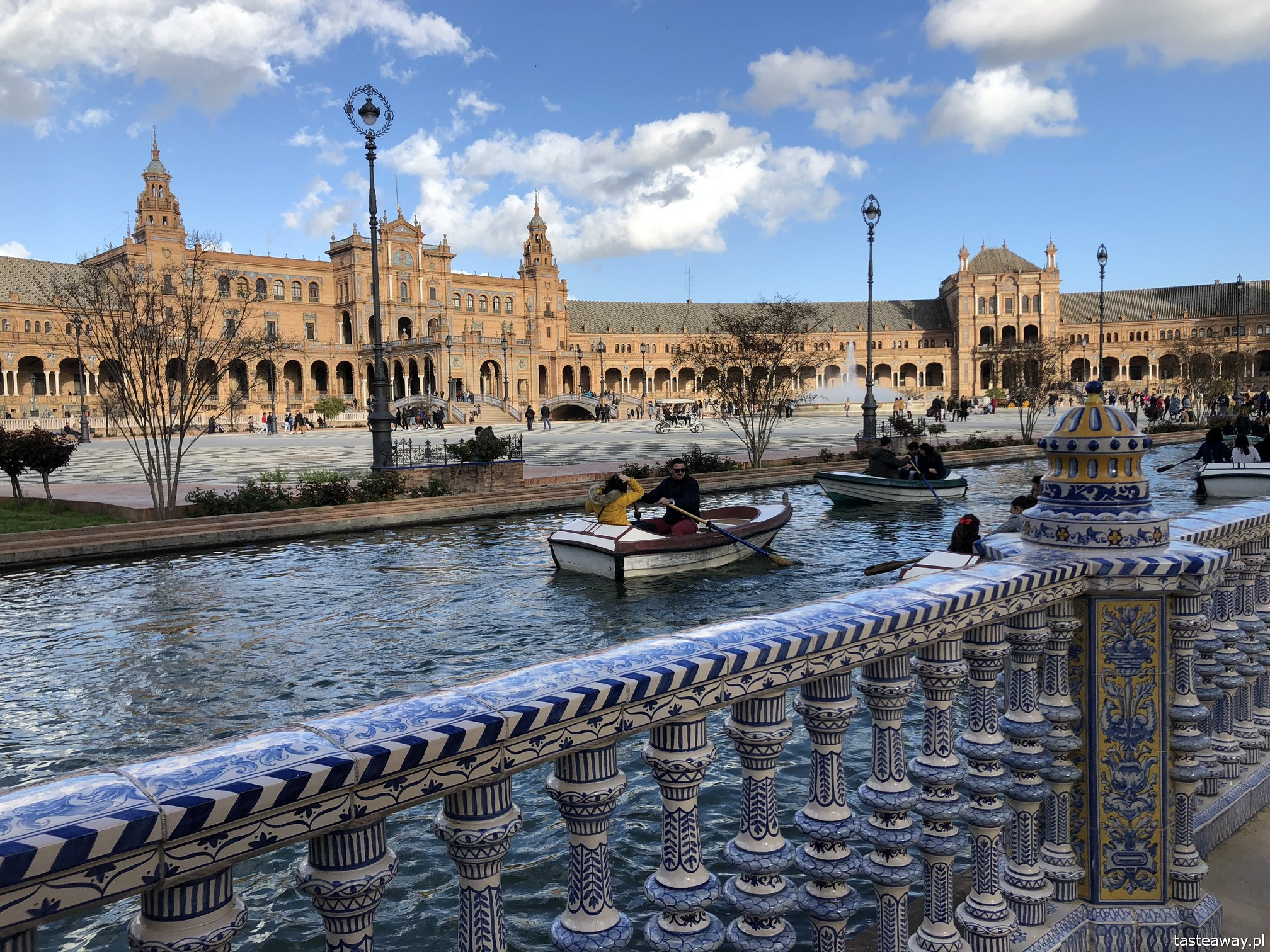 Sewilla, Sevilla, co zobaczyć w Sewilli, Sevilla w jeden dzień, Andaluzja, miasta Hiszpanii, spacer po Sevilli, Plac Hiszpański, Plaza de Espana, największe atrakcje Sevilli