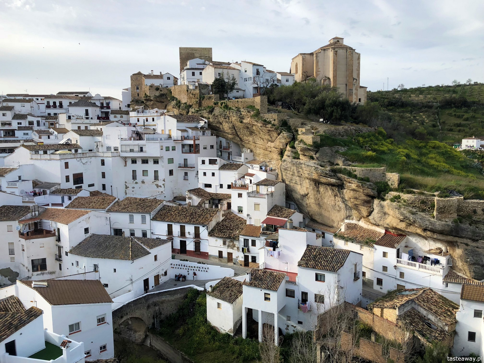 Andaluzja, najpiękniejsze miasteczka Andaluzji, pueblos blancos, co zobaczyć w Andaluzji, ruta de los pueblos blancos, Setenil de las Bodegas