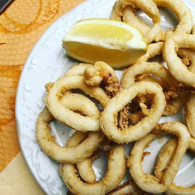 Hiszpania, Andaluzja, co jeść w Hiszpanii, co jeść w Andaluzji, hiszpańśkie tapas, owoce morza, calamares fritos, kalmary