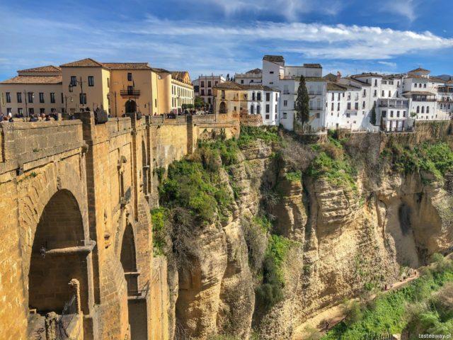 Andaluzja, Ronda, Hiszpania, co zobaczyć w Andaluzji, najpiękniejsze miejsca w Andaluzji, Carrera Espinel, co zobaczyć w Rondzie, casas colgadas, Puente Nuevo