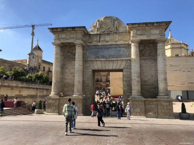 Kordoba, co zobaczyć w Kordobie, Cordoba, Andaluzja, co zobaczyć w Andaluzji, Andaluzja, La Mezquita, Triunfo de San Rafael de la Puerta del Puente