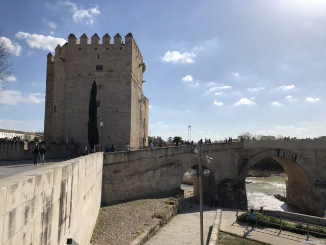 Kordoba, co zobaczyć w Kordobie, Cordoba, Andaluzja, co zobaczyć w Andaluzji, Andaluzja, La Mezquita, Triunfo de San Rafael de la Puerta del Puente, Puente Romano, Torre de la Calahorra