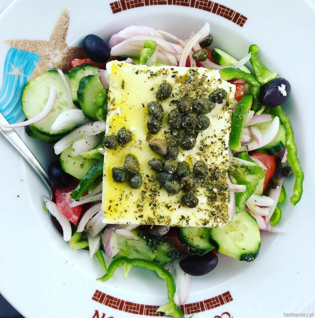 co jeść w Grecji, kuchnia grecka, czego spróbować w Grecji, feta, sałatka grecka, horiatiki