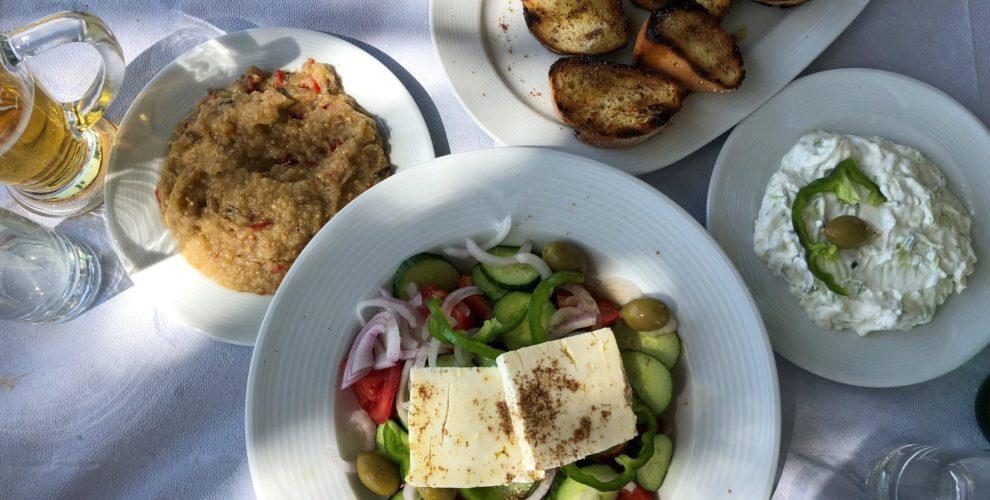 co jeść w Grecji, kuchnia grecka, czego spróbować w Grecji, feta