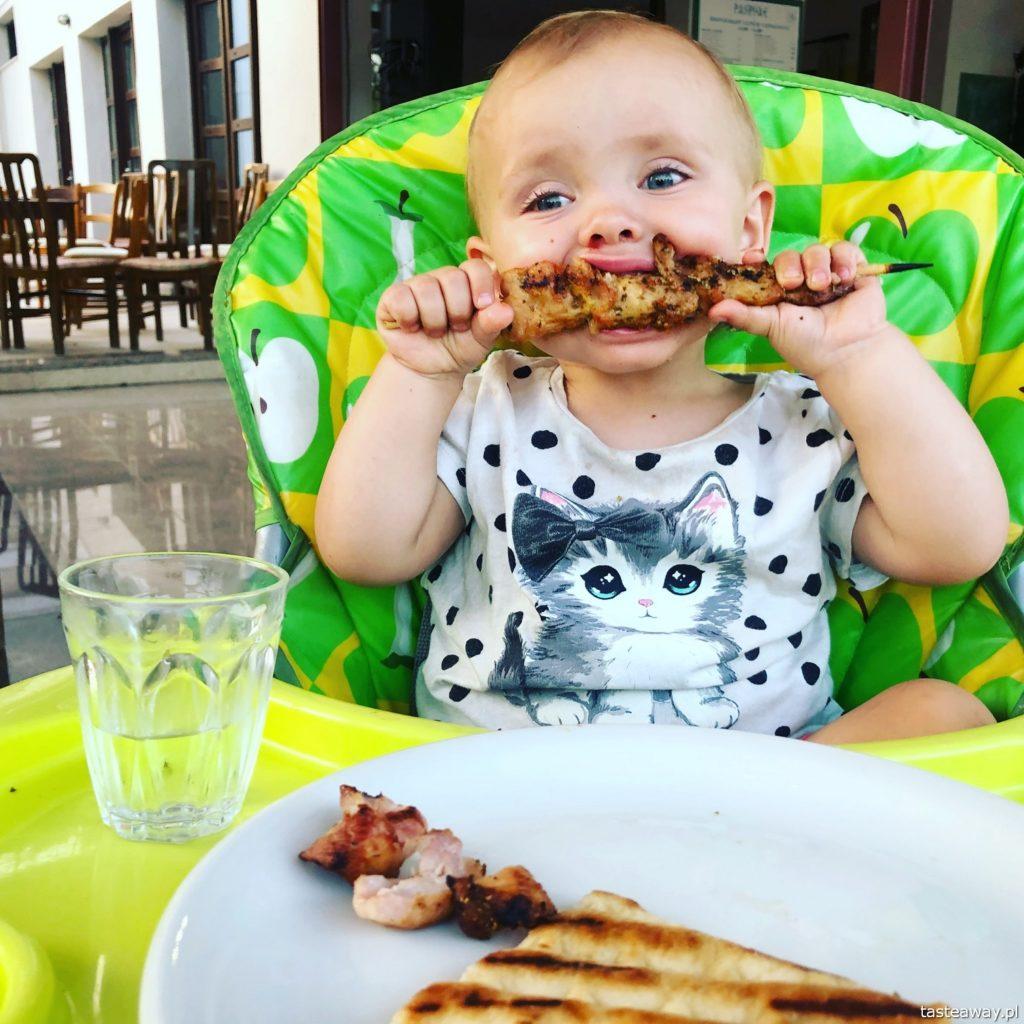 co jeść w Grecji, kuchnia grecka, czego spróbować w Grecji, feta, podróże z dzieckiem, souvlaki