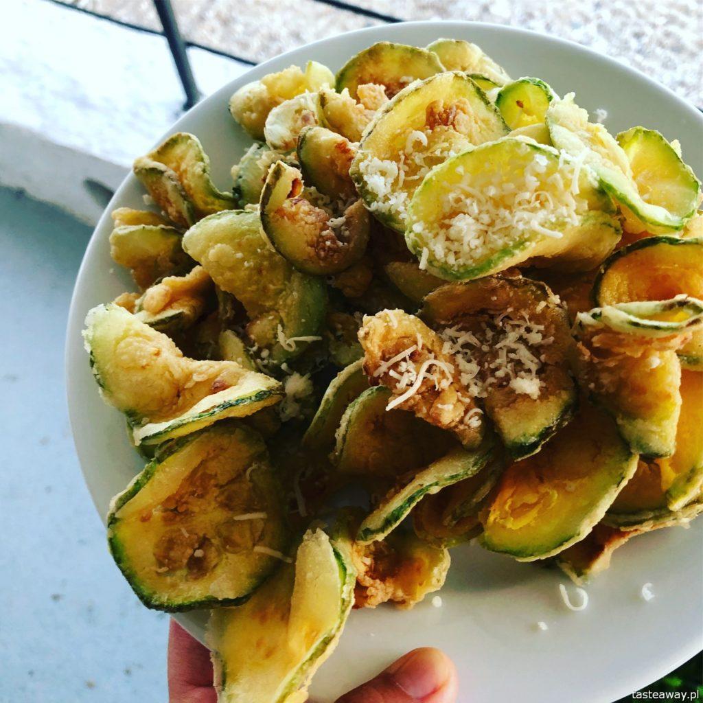 co jeść w Grecji, kuchnia grecka, czego spróbować w Grecji, feta, podróże z dzieckiem, smażona cukinia