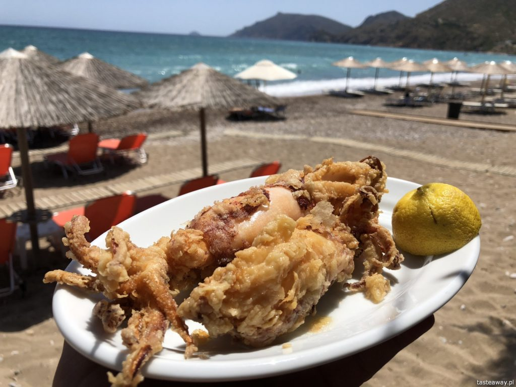 co jeść w Grecji, kuchnia grecka, czego spróbować w Grecji, feta, kalmary