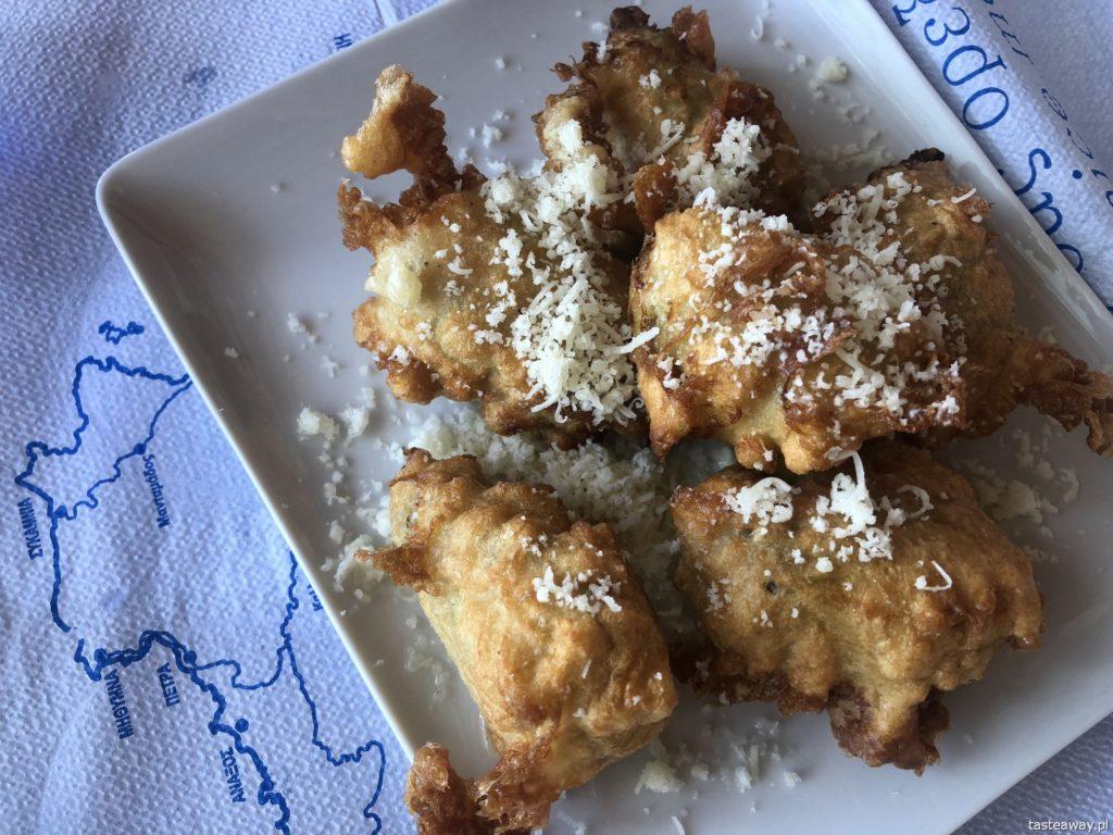 co jeść w Grecji, kuchnia grecka, czego spróbować w Grecji, feta, podróże z dzieckiem, smażone kwiaty cukinii