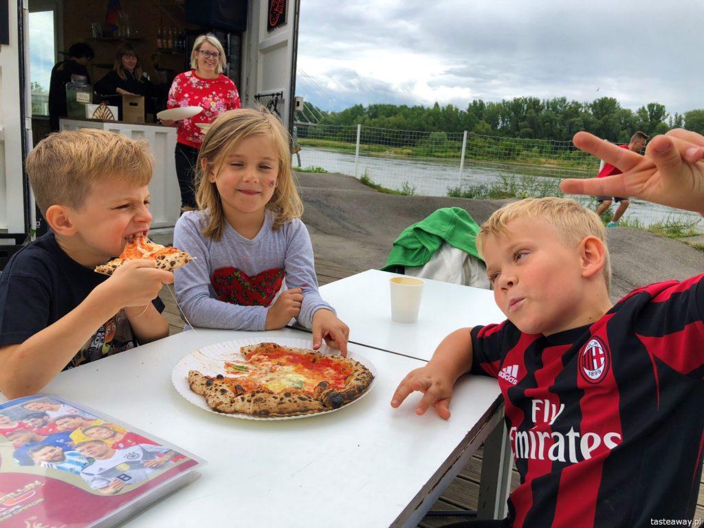 pizza, gdzie na pizzę, pizza w Warszawie, pizza neapolitańska, Dwa Osiem, pizza nad Wisłą, najlepsza pizza w Warszawie