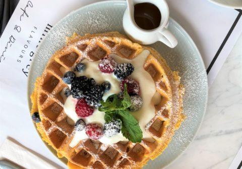 gdzie na śniadanie, Mokotów, Mint Grey Flavours, najpiękniejsze restauracje w Warszawie, gofry, lunch na Mokotowie, gofr z jogurtem greckim