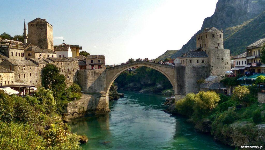 gdzie pojechać jesienią, najlepsze kierunki na jesień, podróże jesienią, podróże z dzieckiem, Bałkany jesienią, Bośnia i Hercegowina, Mostar