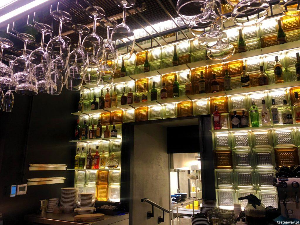 Warszawa nocą, gdzie zjeść w nocy, restauracje otwarte 24 h, wódka