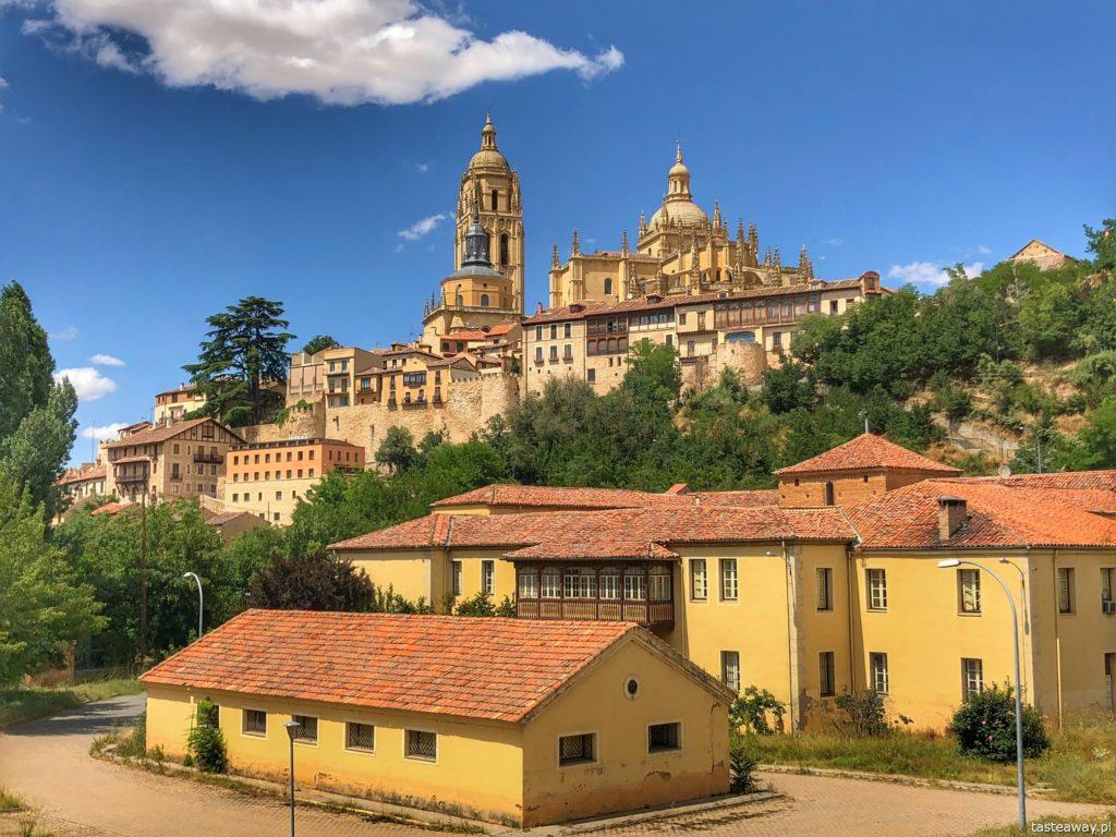 Segovia, Segovia w kilka godzin, 1 dzień w Segovii, gdzie spać w Segovii, Hotel Candido, co zjeść w Segovii, cochinillo asado, Catedral de Segovia