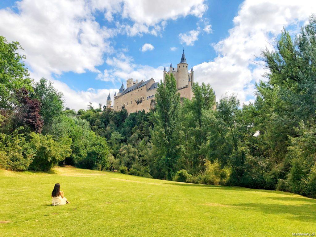 Segovia, Segovia w kilka godzin, 1 dzień w Segovii, gdzie spać w Segovii, Hotel Candido, co zjeść w Segovii, cochinillo asado, Alkazar, Alkazar w Segovii