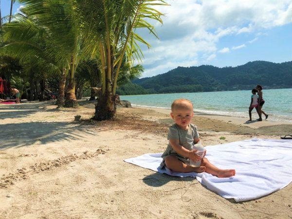 wakacje, podróże z dziećmi, jak wyluzować na wakacjach, jak wyluzować podczas podróży, Fibaro, aplikacja Fibaro