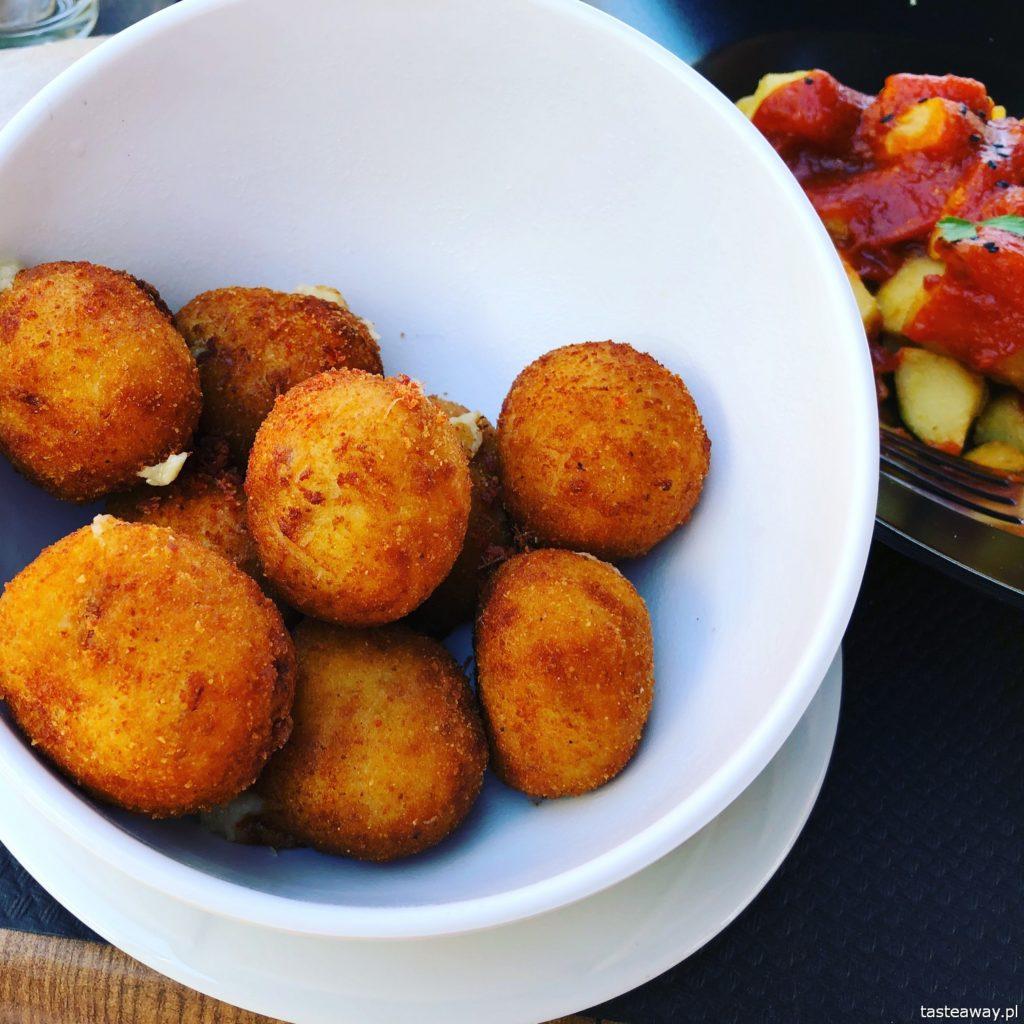 co jeść na północy Hiszpanii, co jeść w Asturias, co jeść w Galicji, mule, mejillones al vapor, kuchnia hiszpańska, tapas, owoce morza, croquetas