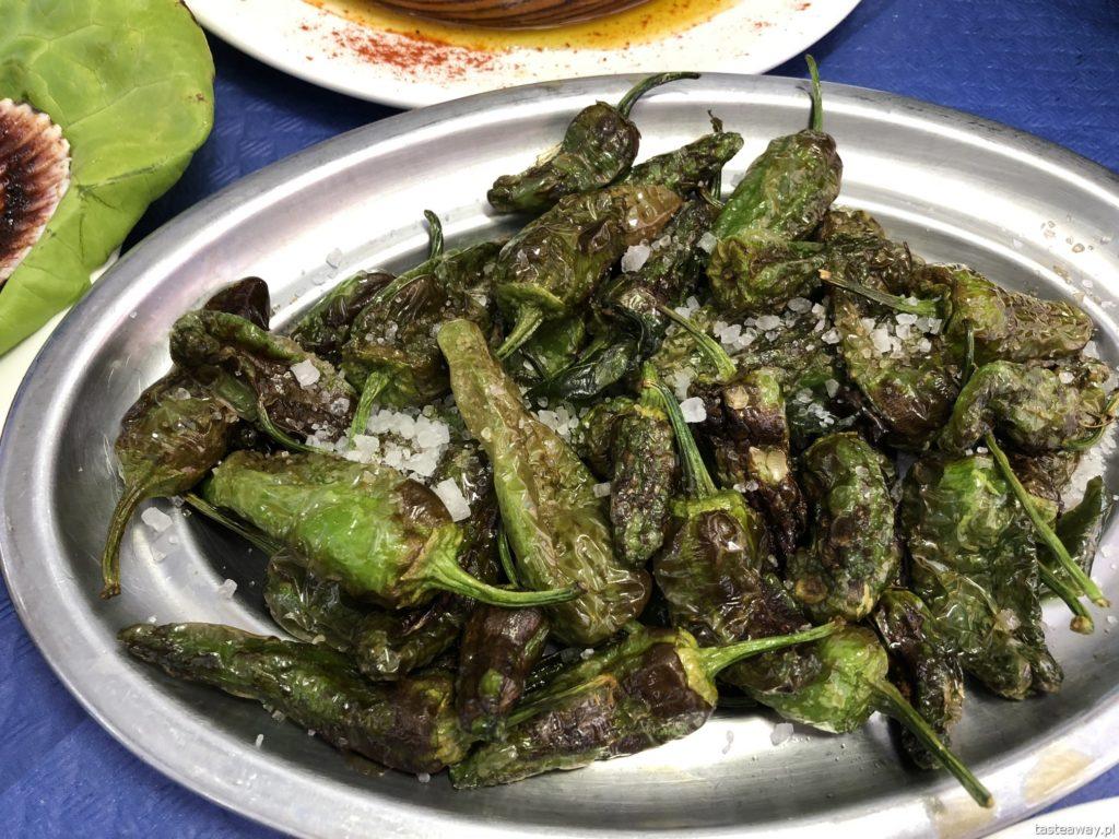 co jeść na północy Hiszpanii, co jeść w Asturias, co jeść w Galicji, mule, mejillones al vapor, kuchnia hiszpańska, tapas, owoce morza, pimientos de padron, tapas