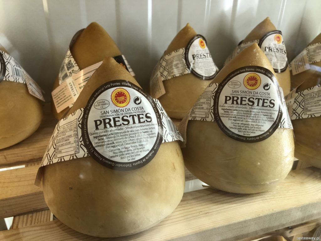 co jeść na północy Hiszpanii, co jeść w Asturias, co jeść w Galicji, mule, mejillones al vapor, kuchnia hiszpańska, tapas, owoce morza, queso de tetilla, quese San Simon
