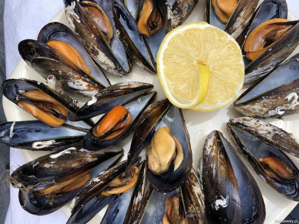 co jeść na północy Hiszpanii, co jeść w Asturias, co jeść w Galicji, mule, mejillones al vapor, kuchnia hiszpańska, tapas, owoce morza