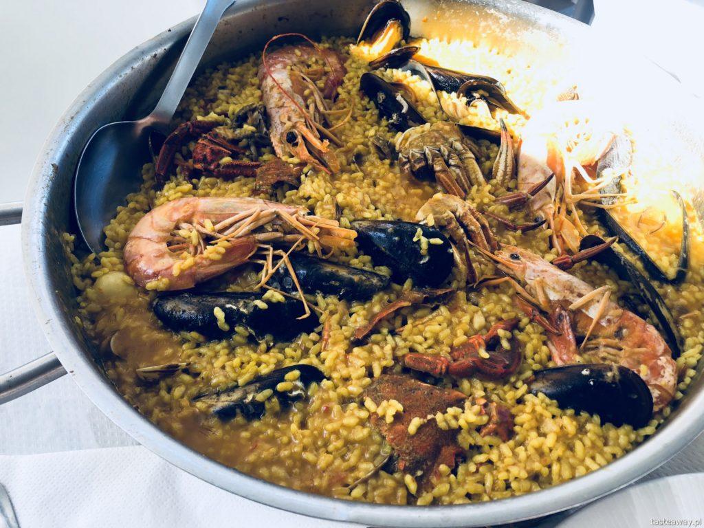 co jeść na północy Hiszpanii, co jeść w Asturias, co jeść w Galicji, mule, mejillones al vapor, kuchnia hiszpańska, tapas, owoce morza, paella